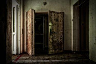 Wilgoć w starym domu - jak pozbyć się problemu?
