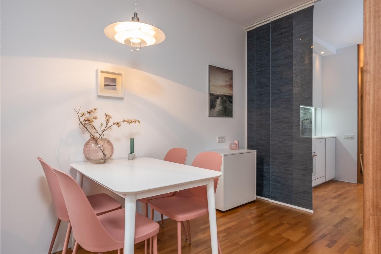 Masz małe mieszkanie? Sprawdź jak możesz zaoszczędzić dużo miejsca